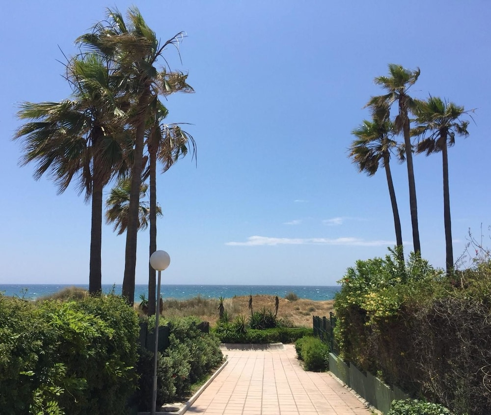 Apartment With one Bedroom in Marbella, With Pool Access and Enclosed Garden - 200 m From the Beach