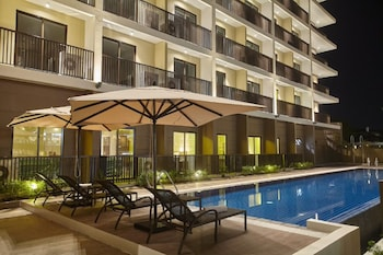 QUEST HOTEL TAGAYTAY Outdoor Pool