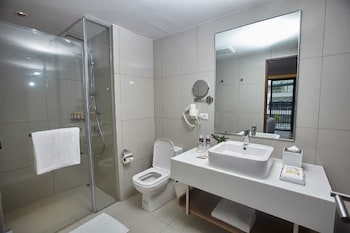 QUEST HOTEL TAGAYTAY Bathroom