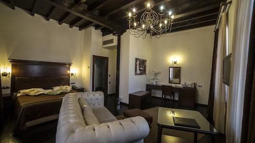 . Panderma Port Hotel