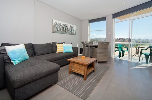 WT21 Gorgeous Coogee Views 2 beds, Randwick