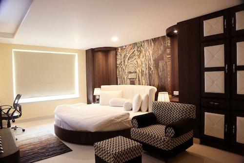 . Kingdom Hotel