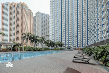 ZEN ROOMS LIGHT RESIDENCES EDSA Outdoor Pool