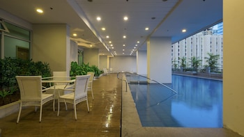 ZEN ROOMS 8 ADRIATICO MANILA Indoor/Outdoor Pool