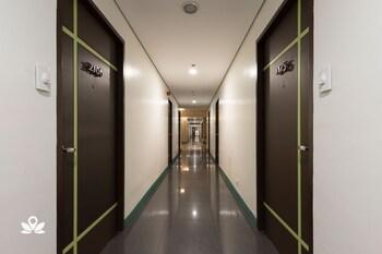 ZEN ROOMS VINIA EDSA Q.C. Hallway