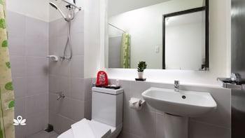 ZEN ROOMS VINIA EDSA Q.C. Bathroom