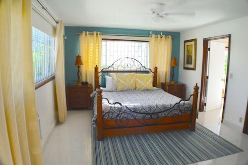 Villa Hideaway,