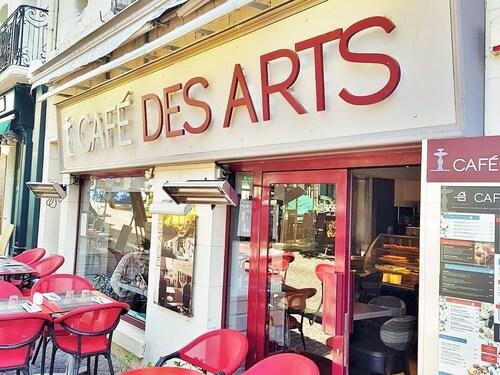 . L'hôtel du Café des Arts