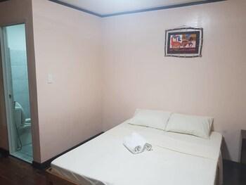 GREGORIAS INN Room