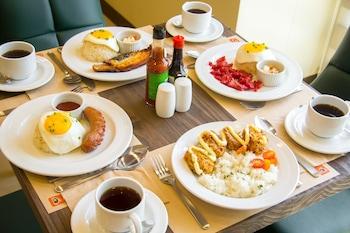 MICROTEL INN & SUITES BY WYNDHAM SAN FERNANDO Breakfast Meal