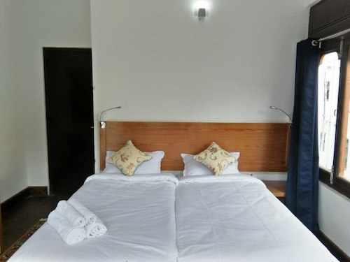 Amaa's Suites, Chang