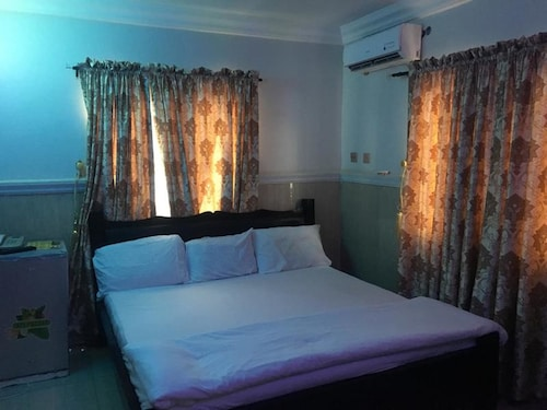 Royal Castle Hotel, Amuwo Odofin