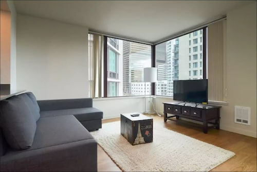 . High Rise 2bd 2bth Home Pike Place