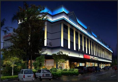 . Grand City Hotel
