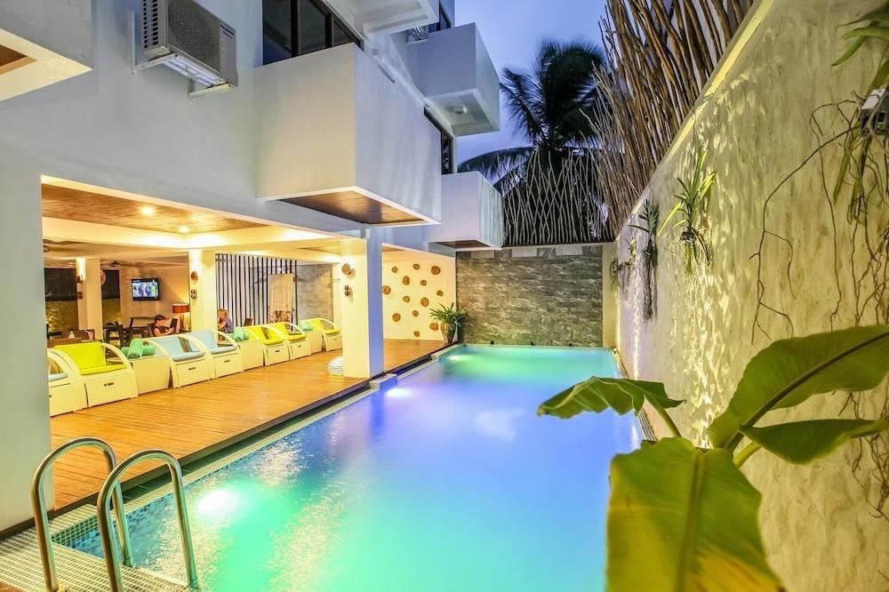 Beach Wood Hotel & Spa - Maafushi Island,