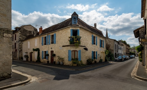 . Maison d'Angle - In the historical district