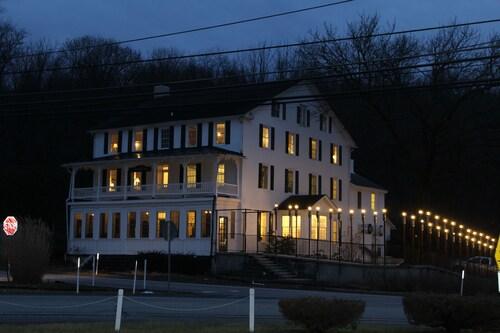 Stottsville Inn, Chester