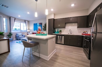 Los Angeles Apartments by Barsala
