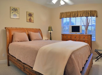 Siesta Key Village Townhome With Heated Pool and Walking Distance to B