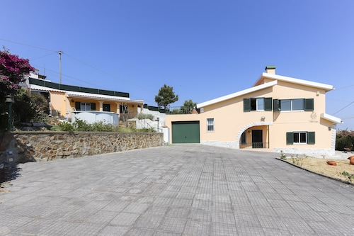 Santa Maria Villa With Pool by Homing, Sintra