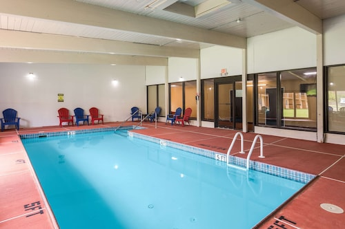 . Clarion Inn & Suites Stroudsburg - Poconos