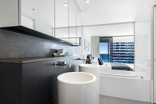 Oracle Sleek & Stylish 2 Bedroom Ocean View, Broadbeach-Mermaid Beach