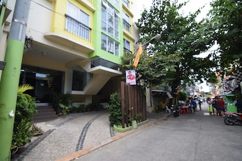SULIT DORMITEL AND BUDGET HOTEL Front of Property