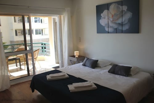 Ocean-eight-holiday-apartment-with-shared-pool, Cascais
