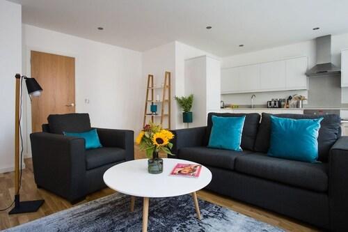. Flying Butler Croydon Apartment