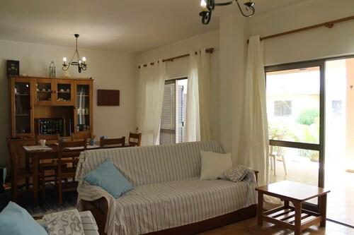 21 Nice Apartment by Dona Anas Beach, Lagos