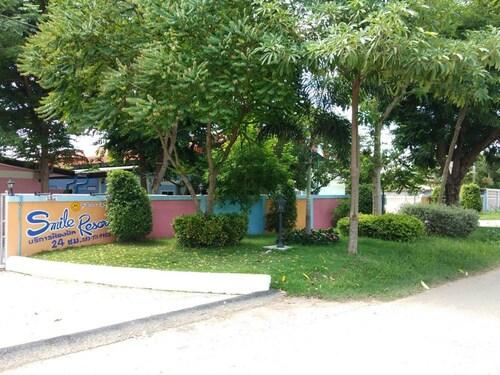 Smile Resort, Wiset Chai Chan