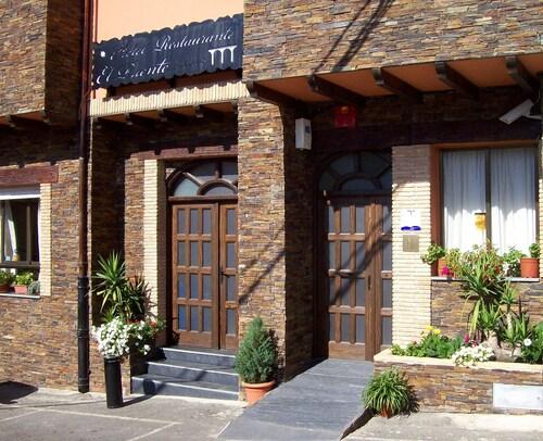 . Hotel El Puente
