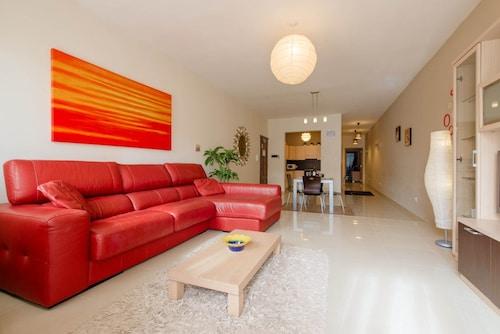 . Luxury Holiday Apartment IN Qawra