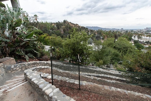 Bright and Spacious 2bdr With Stunning Views, Los Angeles