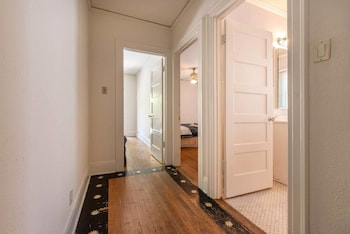 Charming 2bed House in Koreatown