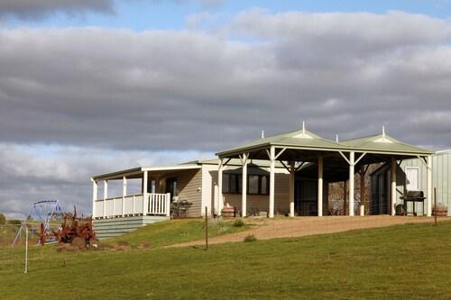 Clunes Cabins - Rejuvenate Stays, Hepburn - West