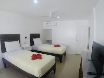 HEARTLAND HOTEL SERVICE ROOMS AND APARTMENTS Room