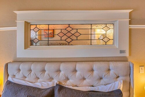 . Redtail Suites~orliena Suite ~tesla Station