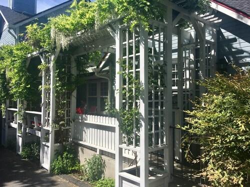 Oak Hideaway Cottage- 1.5 Blocks to OSF, Jackson