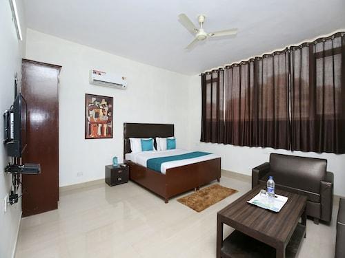 OYO 14832 Hotel Rooftop, Sahibzada Ajit Singh Nagar