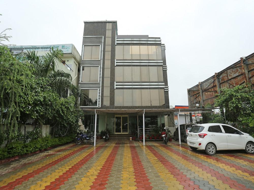 OYO 16550 Hotel Kenil Star