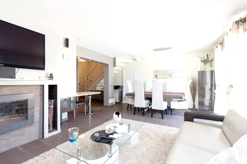 Villa With 4 Bedrooms in Nice, With Wonderful Mountain View, Private P