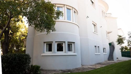My House at Estoril Guest House B&B, Cascais