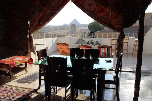 Pyramids Overlook Inn, Unorganized in Al Jizah