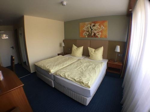 __{offers.Best_flights}__ Motel Monteur