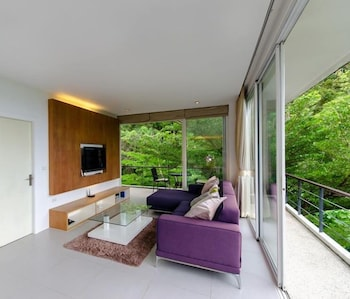 Natural Sea View 2 Bedrooms Apartment