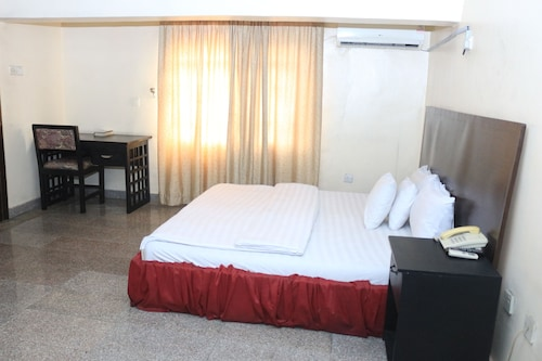 Sissi Hotel, Obio/Akp