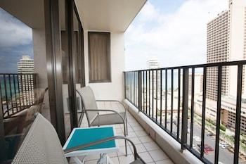 Hotel - 1-2012 Waikiki Banyan