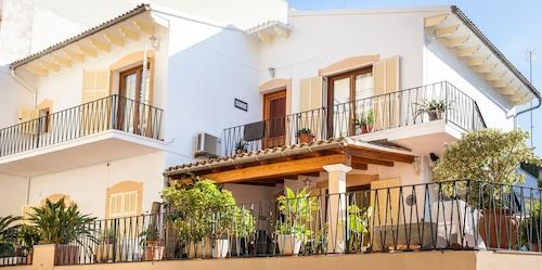 . Mafloras Luxury & Beach Apartment