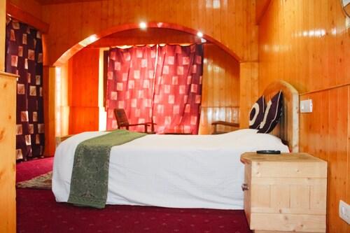 Pine View Hotel, Baramulla
